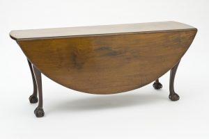 Elegant folding table