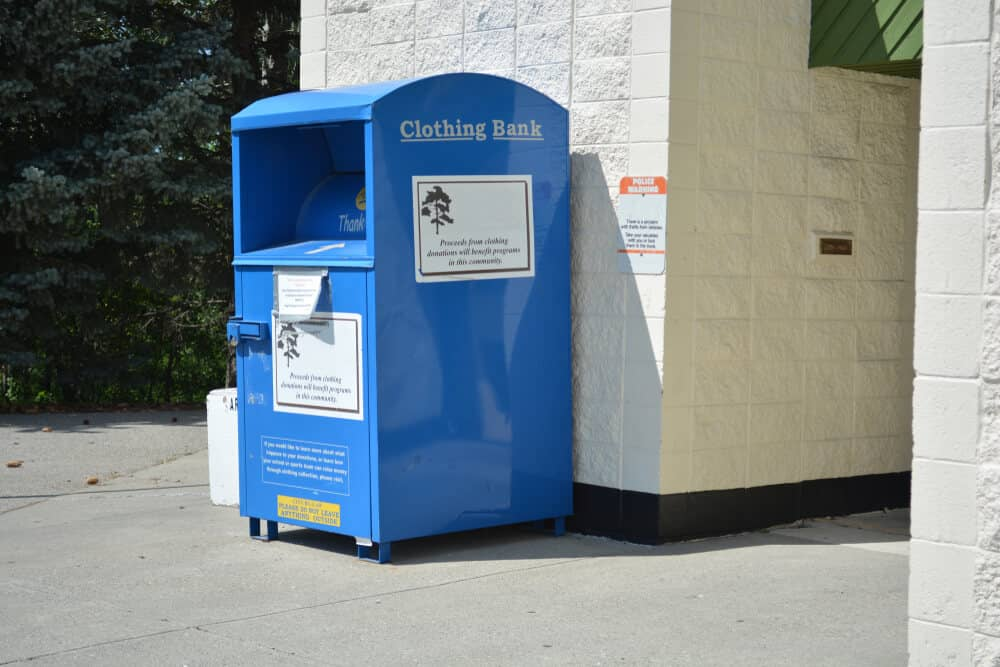 how to donate clothes to a clothing donation box