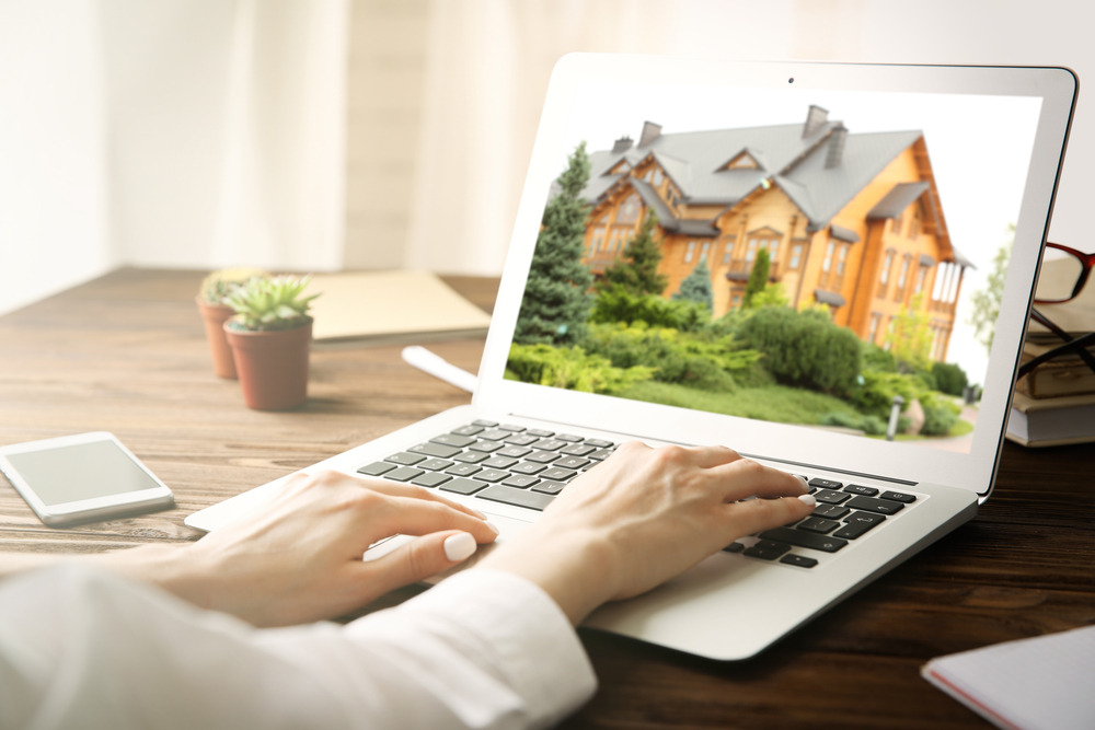 selling a home without a realtor requires online searches and listings